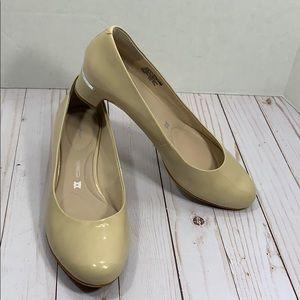 Rockport nude block heel shoes size 9.5